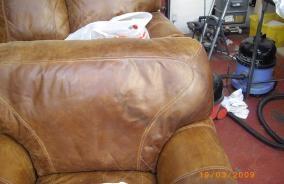 Vid behov upprepa behandlingen med avfettningsmedlet Leather Degreaser  tills det inte längre suger upp något fett. Blir pulvret helt vitt går det  inte att ... 046e55ed8e876